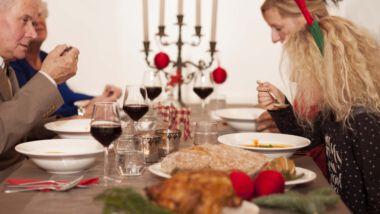 Familie bij het kerst diner
