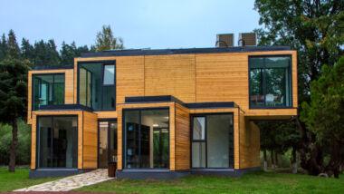 Grote villa / huis gemaakt van hout