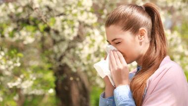 Een wereldwijd onderzoek toont aan dat meer pollen in de lucht geassocieerd wordt met meer coronabesmettingen.