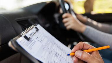 Medische beoordelingen voor rijbewijs vertraagd, blijven rijden kan wel